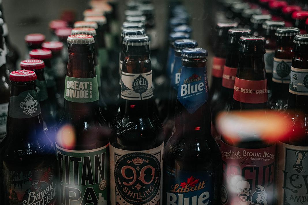 Verschiedene Biersorten im Kühlschrank
