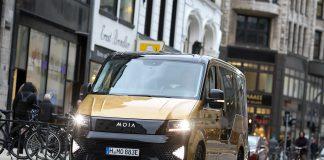 Moia Taxi in der Hamburger Innenstadt.