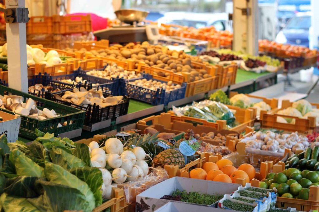 Große Auswahl an Obst und Gemüse auf dem Stand der Prigges am Isemarkt