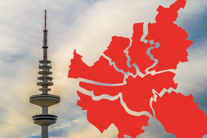 Montage: Eine Karte der Hamburger Bezirke auf einem Foto des Hamburger Fernsehturms
