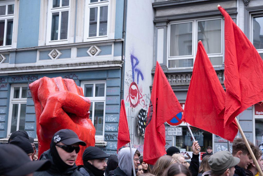 Die rote Faust der Antifa Altona Ost