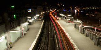 Der Abschnitt zwischen Landungsbrücken und Baumwall bei Nacht.