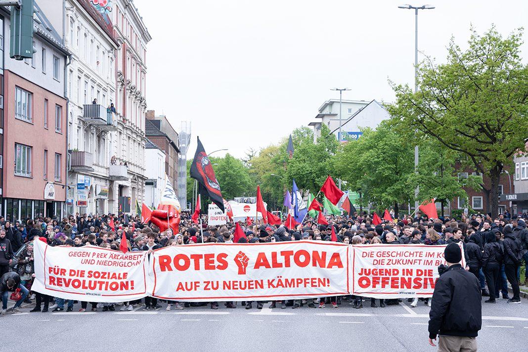 """Der Demonstrationszug """"Rotes Altona – Auf zu neuen Kämpfen"""