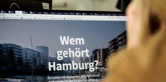 FINK.HAMBURG-Redakteurin Kim scrollt sich durch das Projekt.