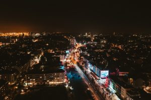Die Reeperbahn auf St. Pauli von oben bei Nacht. Foto: Kai Pilger