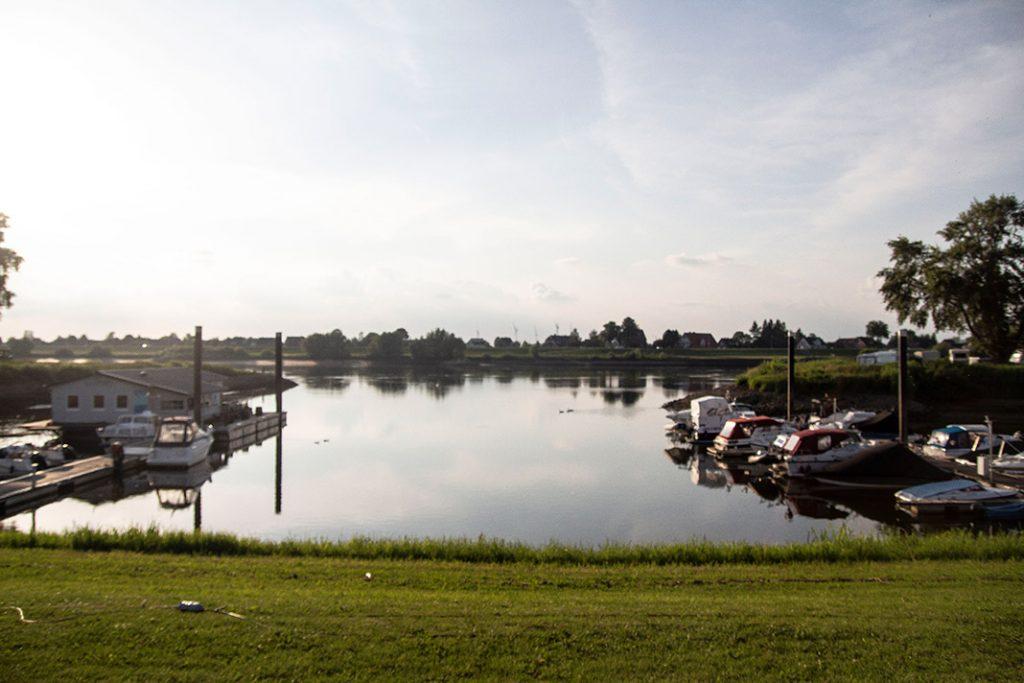 Bootsanleger an der Stoven Elbe