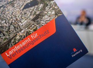 """Arbeitsmappe mit der Aufschrift """"Landesamt für Verfassungsschutz"""""""
