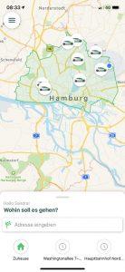 Screenshot der Clever Shuttle-App. Auf einer Karte sind die Standorte der Fahrzeuge zu sehen.