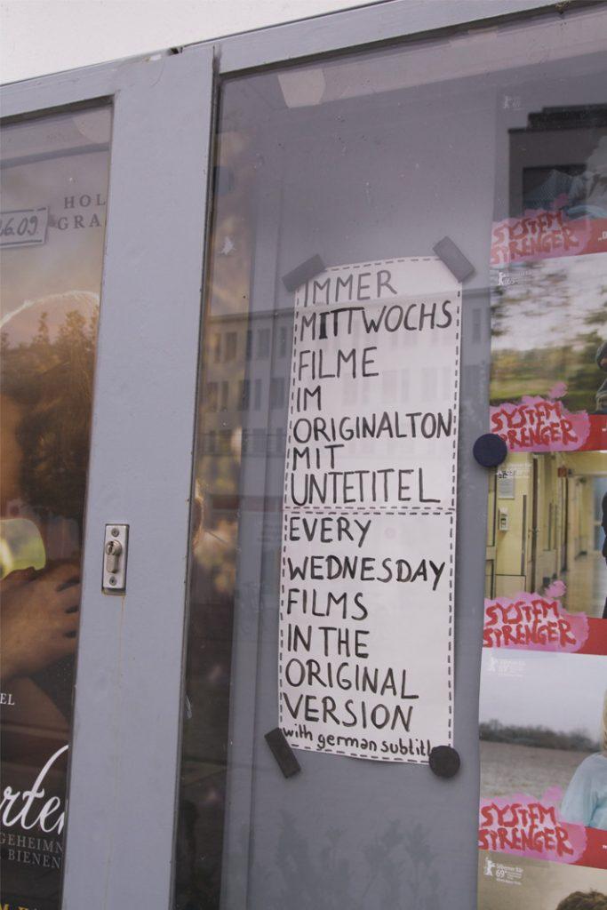 Infoschaukasten vorm Alabama Kino