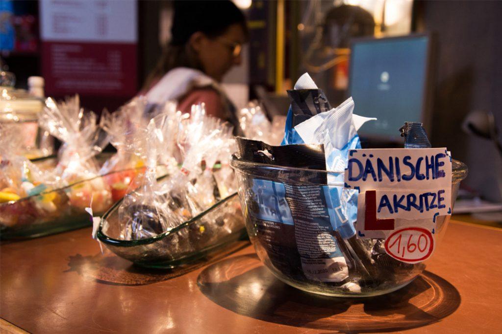 Süßigkeiten an der Snackbar des Alabama Kinos.