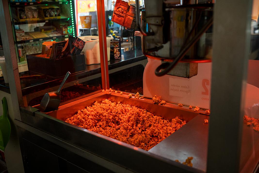 Eine Popcornmaschine