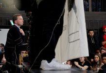 Bei seiner ersten Vorlesung in der Uni Hamburg musste AfD-Mitbegründer Bernd Lucke den Hörsaal unter Protesten verlassen.