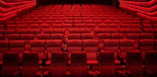 Sitzplätze in einem Kinosaal der Astor Filmlounge.
