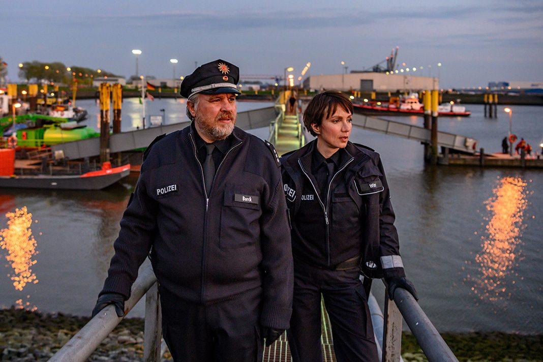 Hauptdarsteller Julia Koschitz und Aljoscha Stadelmann als Streifenpolizisten am Bremer Hafen