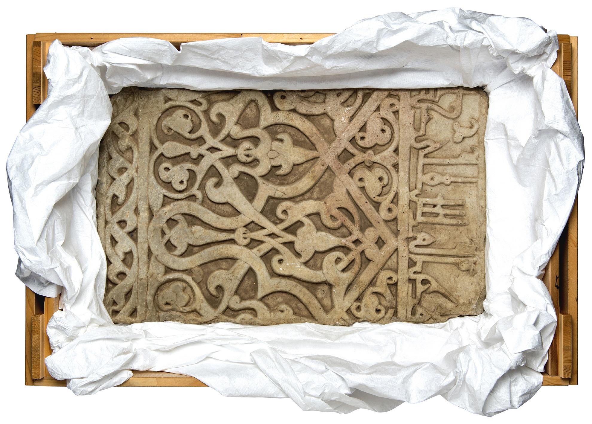 Museum gibt Wandpaneel aus Marmor an Afghanistan zurück