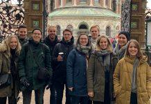Zehn Studierende in St. Petersburg