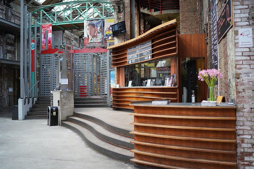 Zeise-Kinos-Ottensen-Großaufnahme-Eingang-Innen