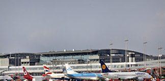 Stehende Flugzeuge am Hamburger Flughafen.