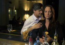 BAR FAHIMI. Dieses Mal wird John (Fritz Karl) Annabelle (Natalia Wörner) gegenüber besonders zudringlich.