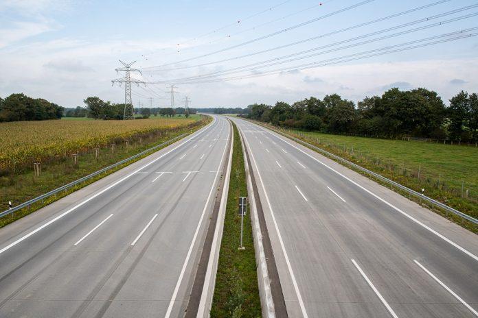 Am Wochenende ist die Autobahn A7 in beiden Richtungen gesperrt und frei von Autos.