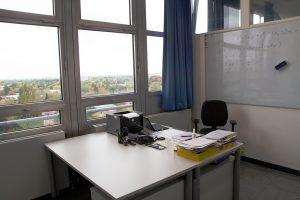Blick in das Büro von Prof. Dr. Christioph Maas.