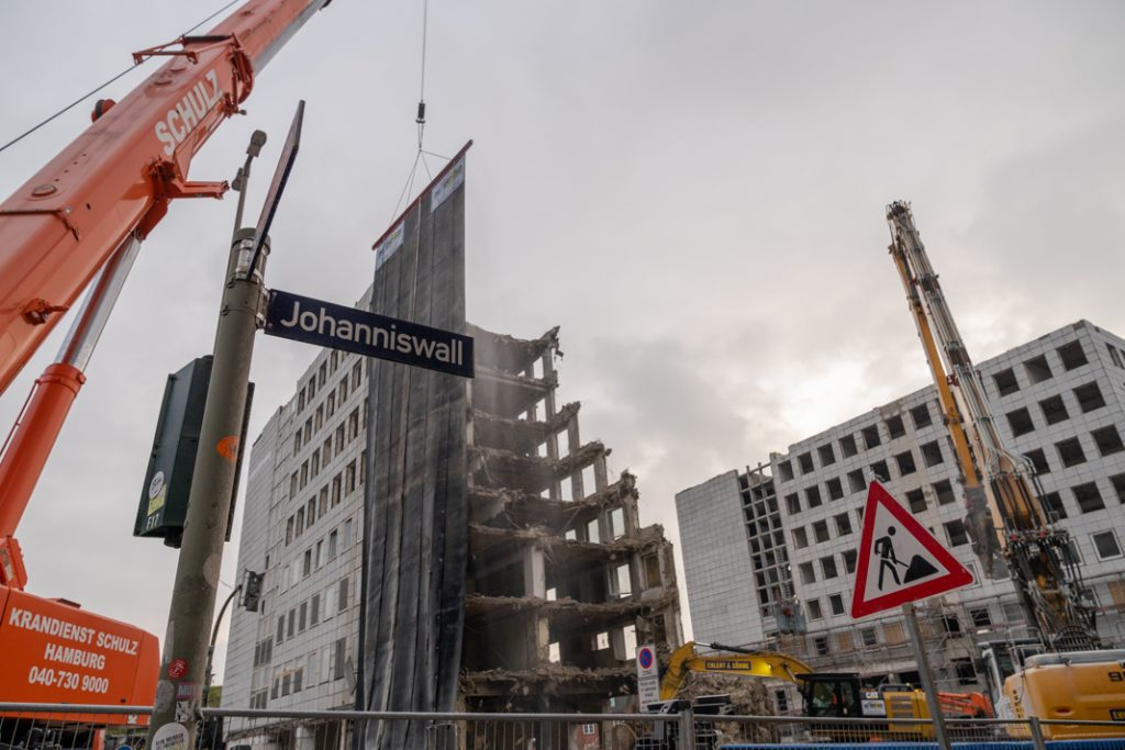 Baustelle am Johanniswall: Der erste Turm des City-Hofs wird abgerissen. Foto: Benjamin Eckert