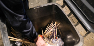Böllerverbot-Mülltonne-Böller