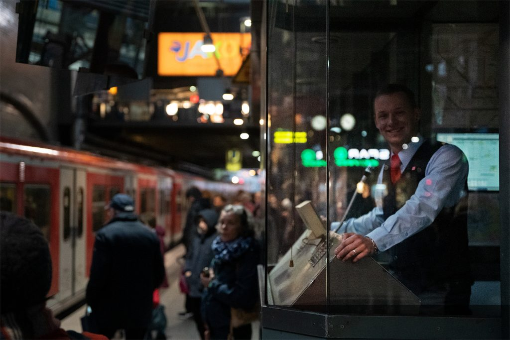 Maik Thorenz in his supervision at the central station in Hamburg.