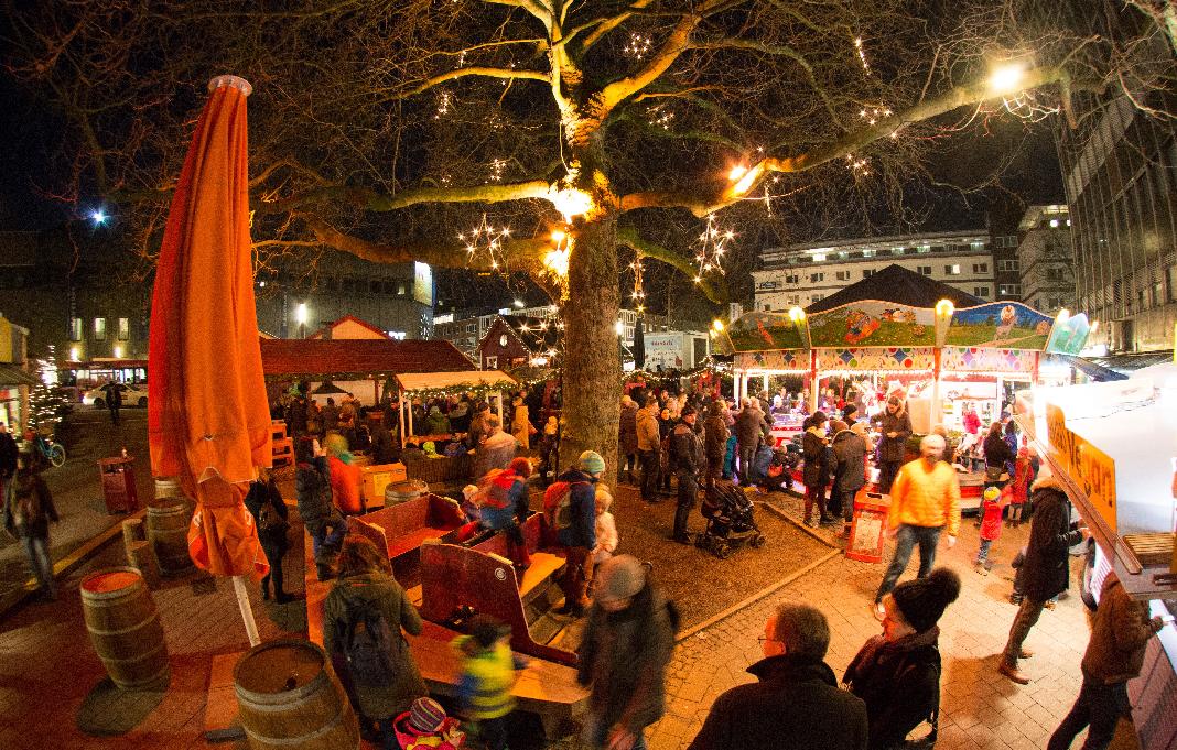 Der Weihnachtsmarkt Osterstraße von oben.
