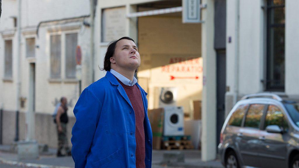Joseph ist ein autistischer junger Mann, der sich sehr für Waschmaschinen interessiert.