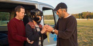 """In """"Alles außer gewöhnlich"""" arbeiten die beiden Männer Bruno und Malik mit autistischen Kindern und Jugendlichen zusammen."""