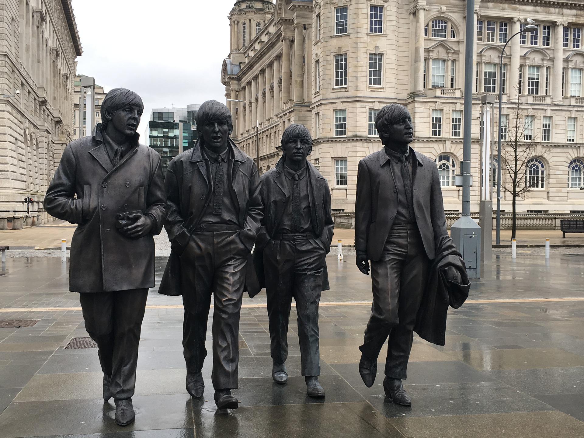 Figuren der Beatles als Denkmal