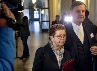 Die wegen Vorteilsnahme angeklagte Elke Badde (SPD), frühere Gesundheitsstaatsrätin, erscheint zum Prozessauftakt in der Rolling-Stones-Freikarten-Affäre. Rechts geht ihr Anwalt Otmar Kury