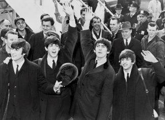 Schwarz-weiß Foto der Beatles.