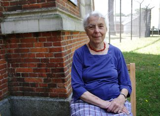 Brigitte Alexander besuchte im Sommer 2019 die KZ-Gedenkstätte Fuhlsbüttel. Foto: Lisa Sophie Kropp