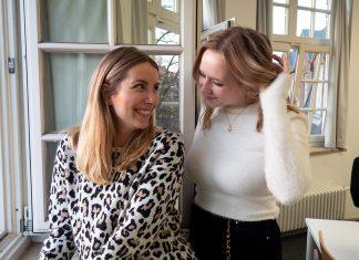 Laura und Kim im zweiten Semester im HAW Newsroom.