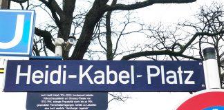 Eins der Hamburger Straßenschilder: Der Heidi-Kabel-Platz in der Nähe des Hauptbahnhofs.