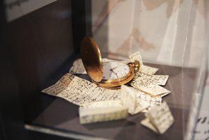 Die Taschenuhr und Briefe von Fritz Solmitz. Foto: Kim Ly Lam