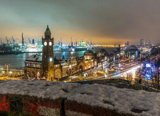 Schnee an den Landungsbrücken in Hamburg.