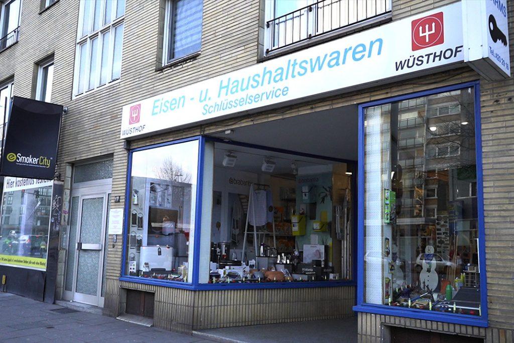 Seit 1988 betreibt Uwe Kaspereit ein Eisenwarengeschäft in der Hoheluftchaussee. Foto: Isabel Surges