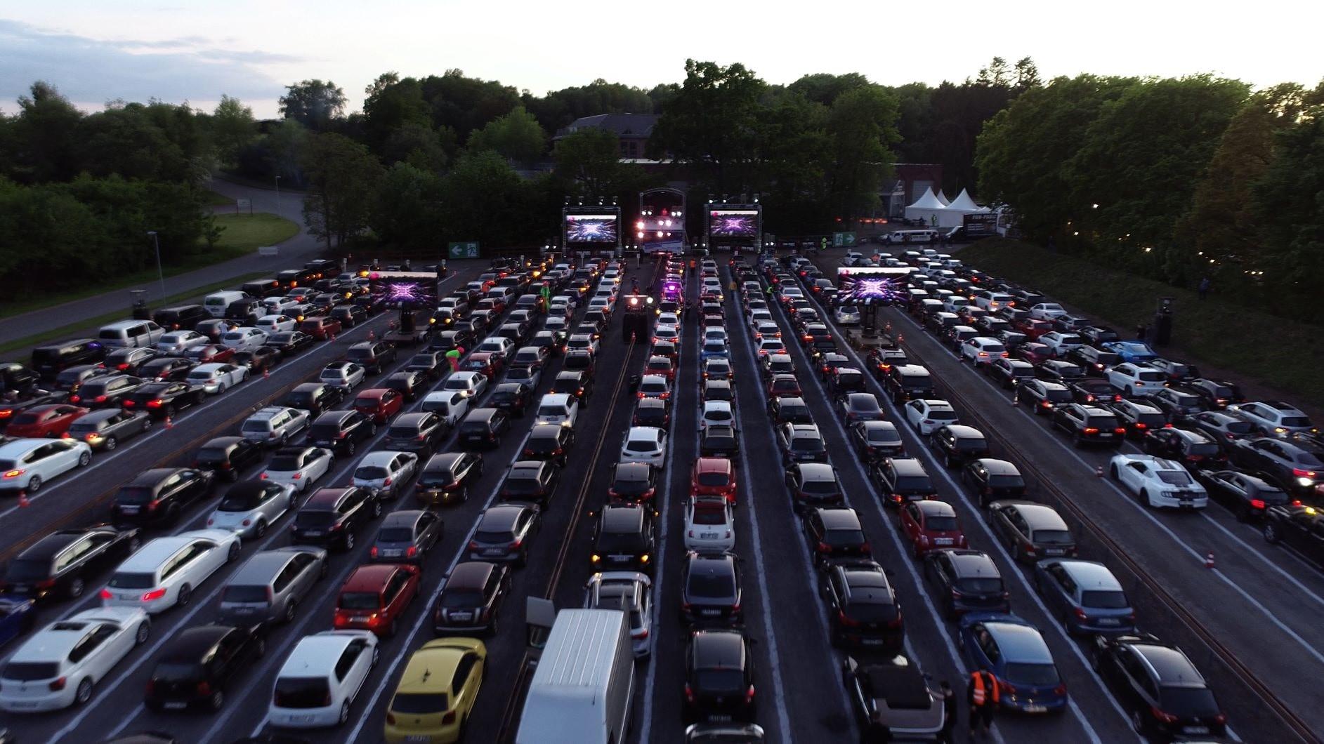 Autos feiern in der Auto-Disco