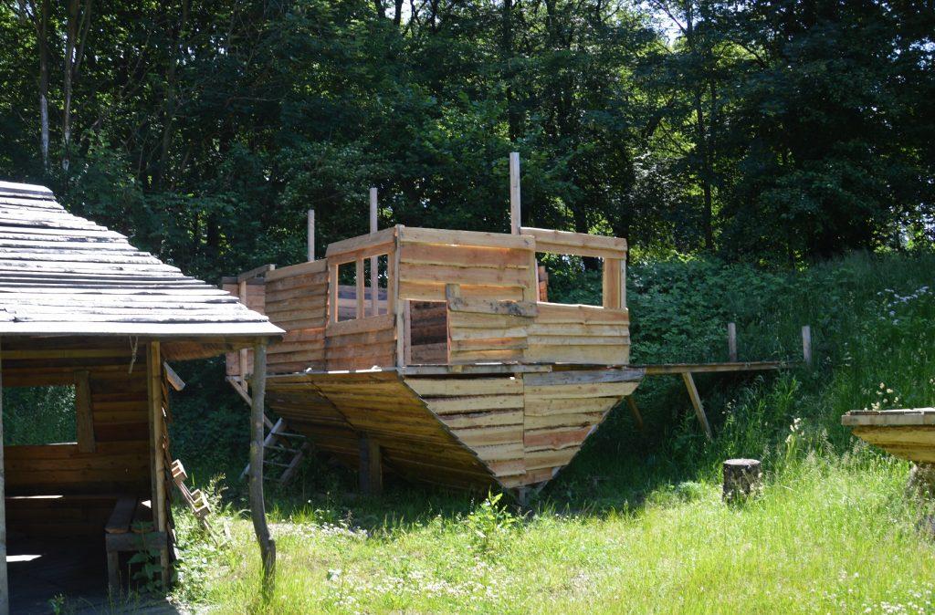 Holzhütte verkehrt herum