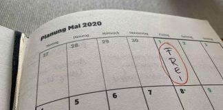 Kalender mit Feiertag eingetragen