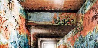 Gefangene helfen Jugendlichen, Tunnel mit Graffiti