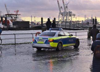 Polizeiauto am Hamburger Fischmarkt