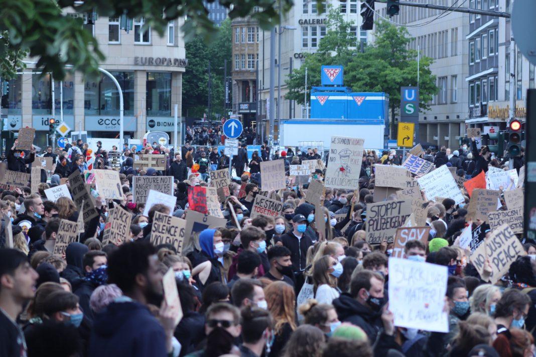 Demo in Hamburg gegen Rassismus und Polizeigewalt