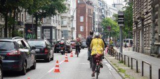 Fahrradfahrer*innen auf der Pop-Up-Bike-Lane auf der Stresemannstraße