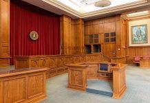 Symbolbild Gerichtssaal KZ Prozess Hamburg