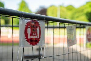 Die Abstandsregeln müssen auch beim Sport im Hammer Park Stadion eingehalten werden. Foto: Jonathan Schanz