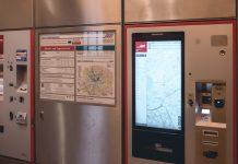 Neuer HVV Fahrkartenautomat neben einem alten Automaten